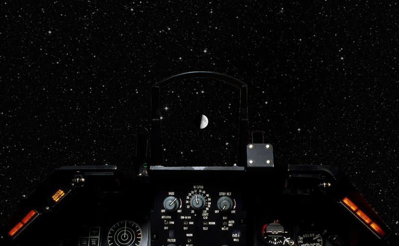 Ay'a Uçan Güve F16 Kokpit